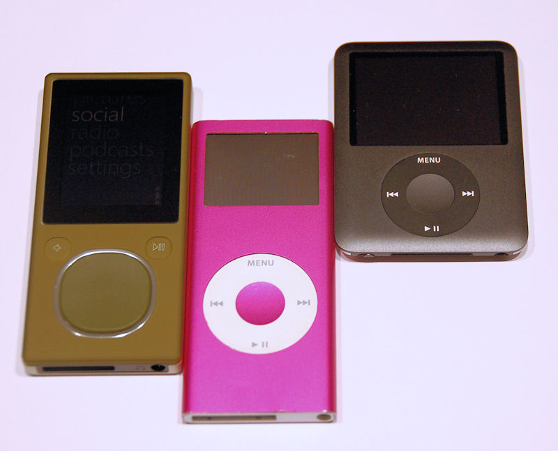 ipod vs zune essay Mp3 music player - ipod vs zune apple's ipod essay - the organization that i will be discussing is apple, and specifically its ipod products.